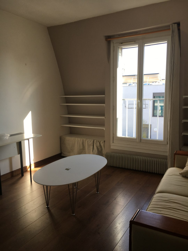Location appartement Paris 18ème 920€ CC - Photo 2