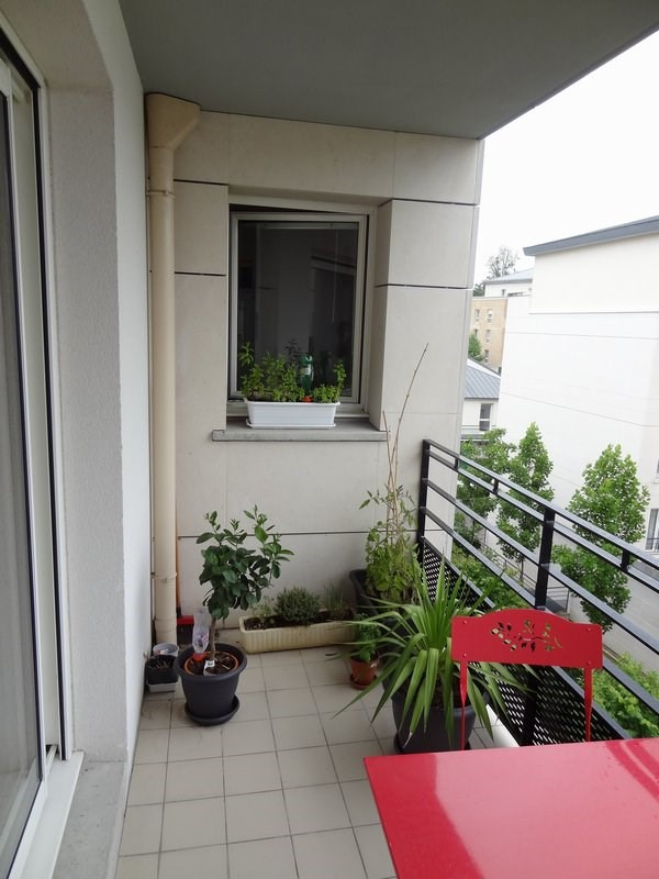 Rental apartment St cyr l ecole 912€ CC - Picture 4