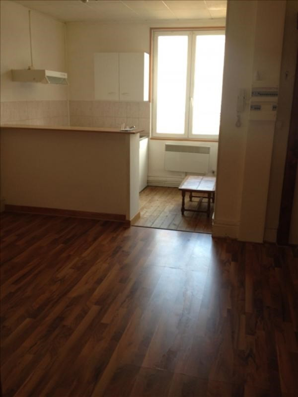 Rental apartment St quentin 390€ CC - Picture 1