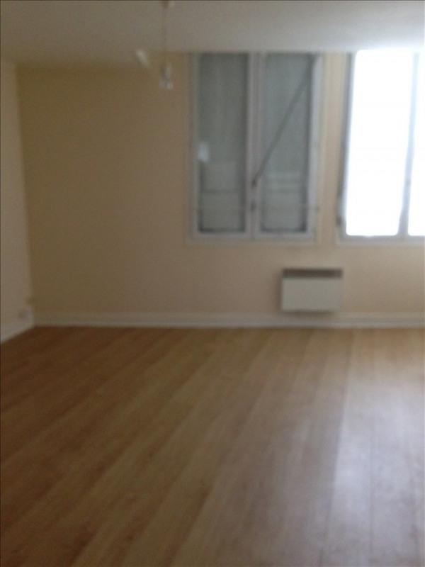 Rental apartment St quentin 410€ CC - Picture 4