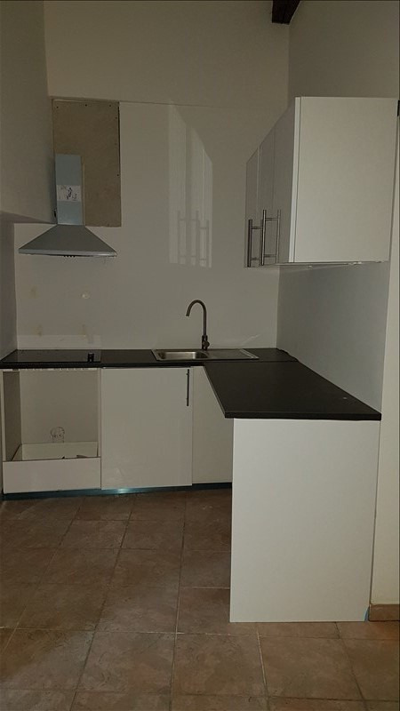 Rental apartment Salon de provence 480€ CC - Picture 2