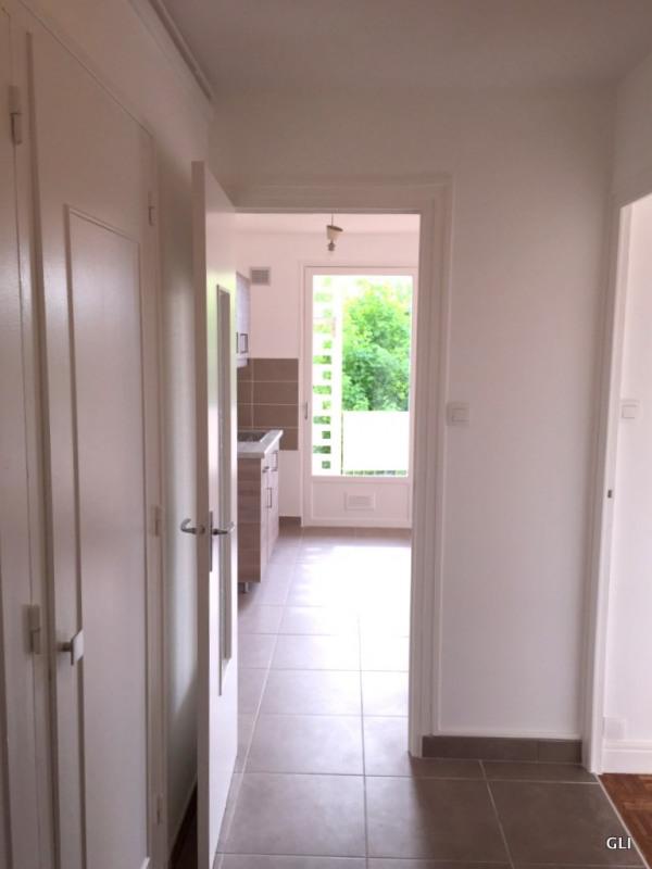 Rental apartment Bron 740€ CC - Picture 1