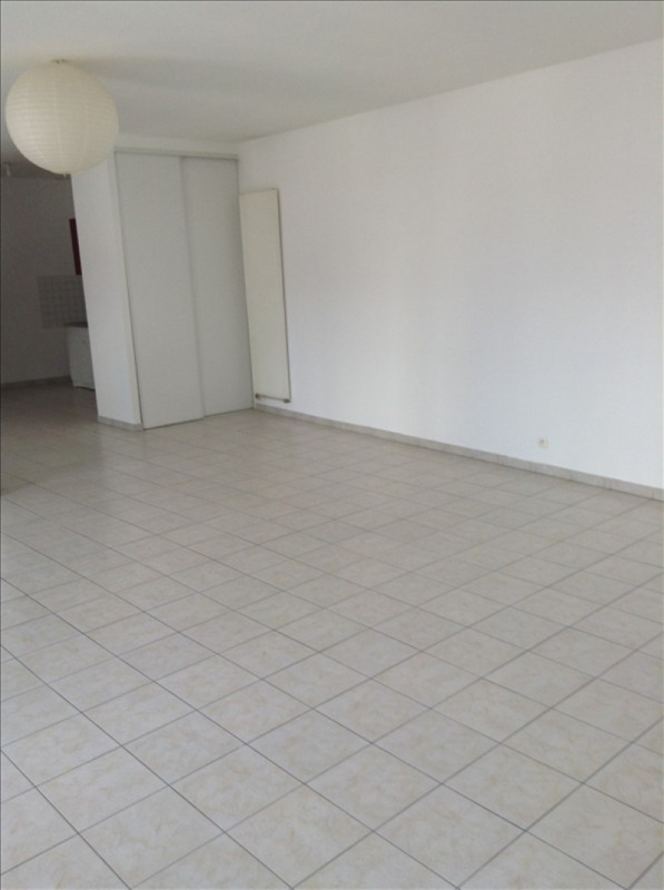 Rental apartment St quentin 575€ CC - Picture 5