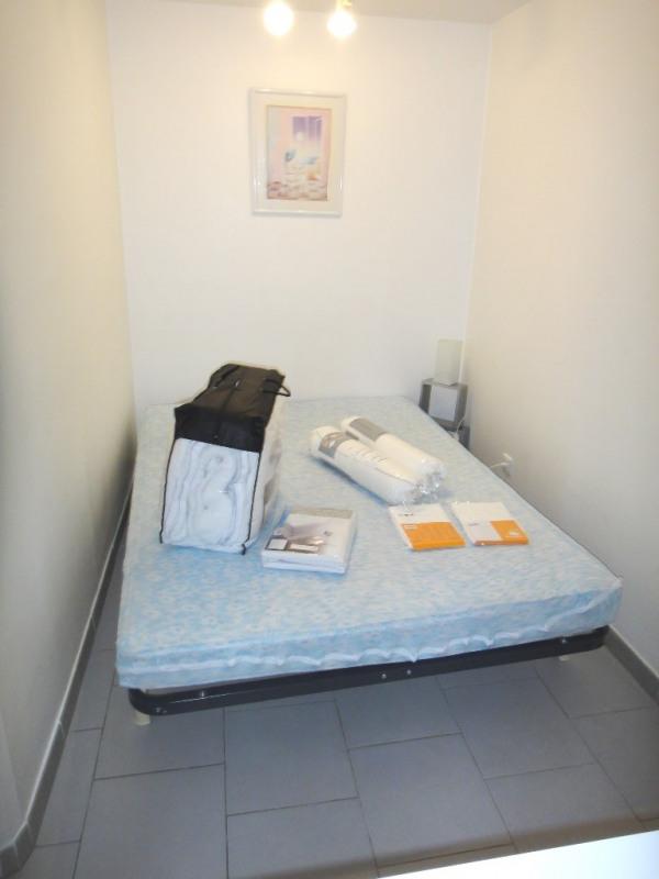 Location appartement Saint-mitre-les-remparts 470€ CC - Photo 3