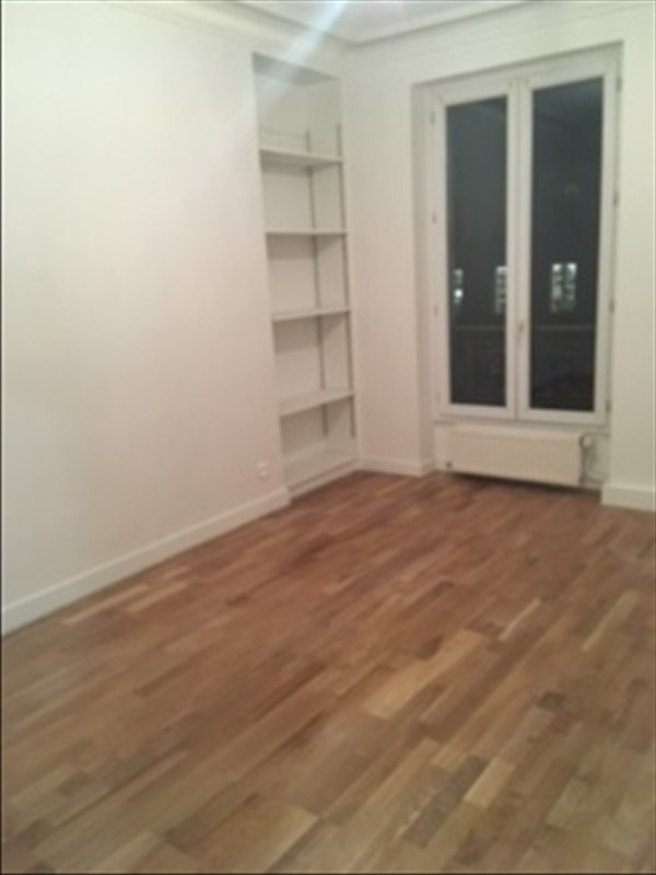 Rental apartment Paris 11ème 2 200€ CC - Picture 6