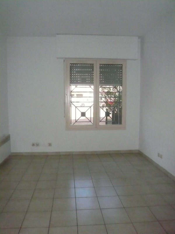 Location appartement Nimes 370€ CC - Photo 2
