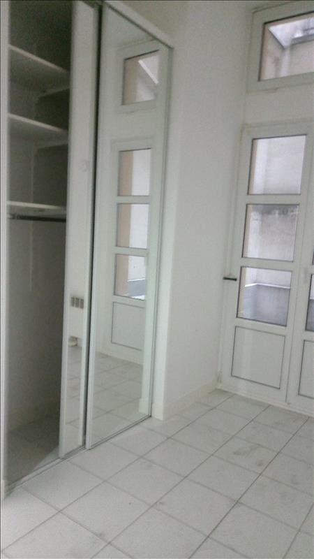 Alquiler  apartamento Paris 18ème 1040€ CC - Fotografía 3