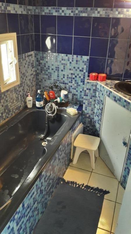 Sale house / villa Le port 185000€ - Picture 5