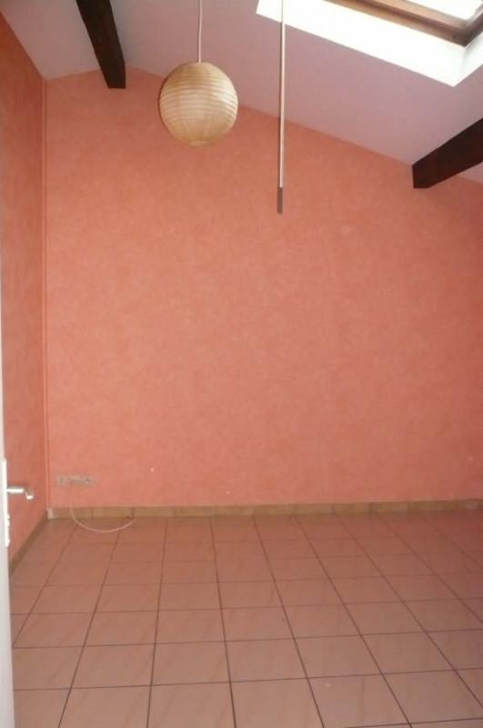 Rental apartment St andre de cubzac 333€ CC - Picture 2