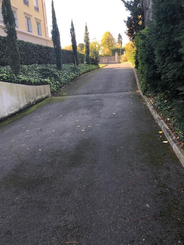 Rental parking spaces Champagne au mont d or 70€ CC - Picture 2