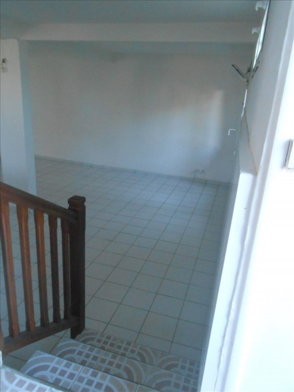 Rental apartment Basse terre 650€cc - Picture 3