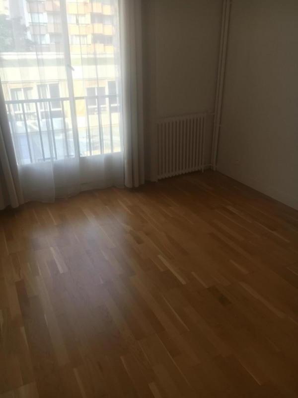 Rental apartment Paris 10ème 2280€ CC - Picture 2