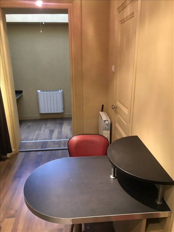 Location appartement Toulon 420€ CC - Photo 2