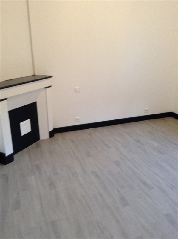 Rental apartment St quentin 350€ CC - Picture 3