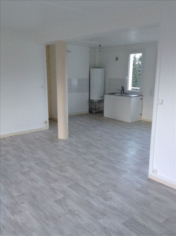 Rental apartment St quentin 750€ CC - Picture 3