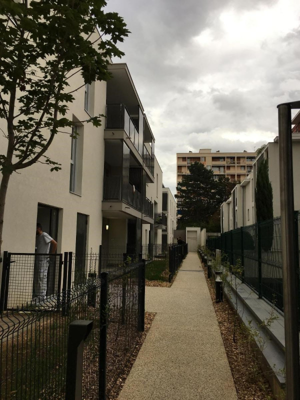 Location appartement Villeurbanne 825€ CC - Photo 3