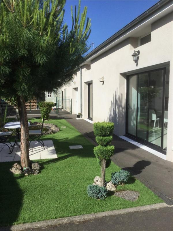 Sale house / villa La chaussee st victor 308000€ - Picture 1