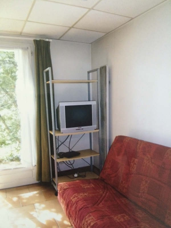 Rental apartment Dardilly 415€ CC - Picture 1
