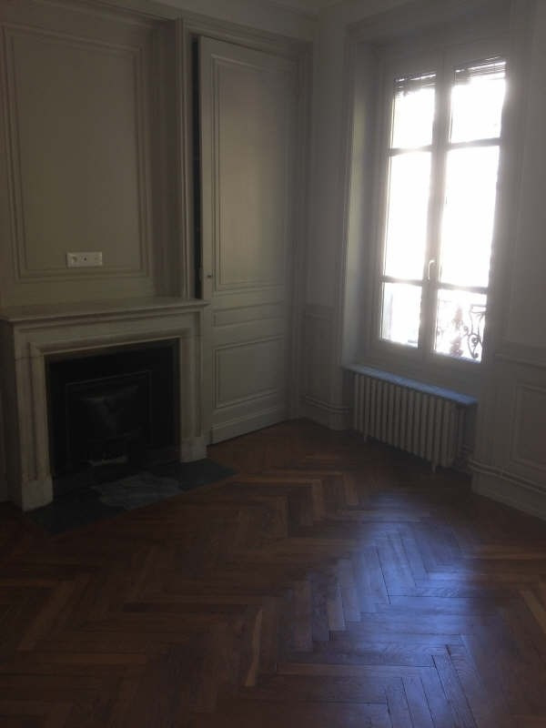 Location appartement Lyon 6ème 915€ CC - Photo 9