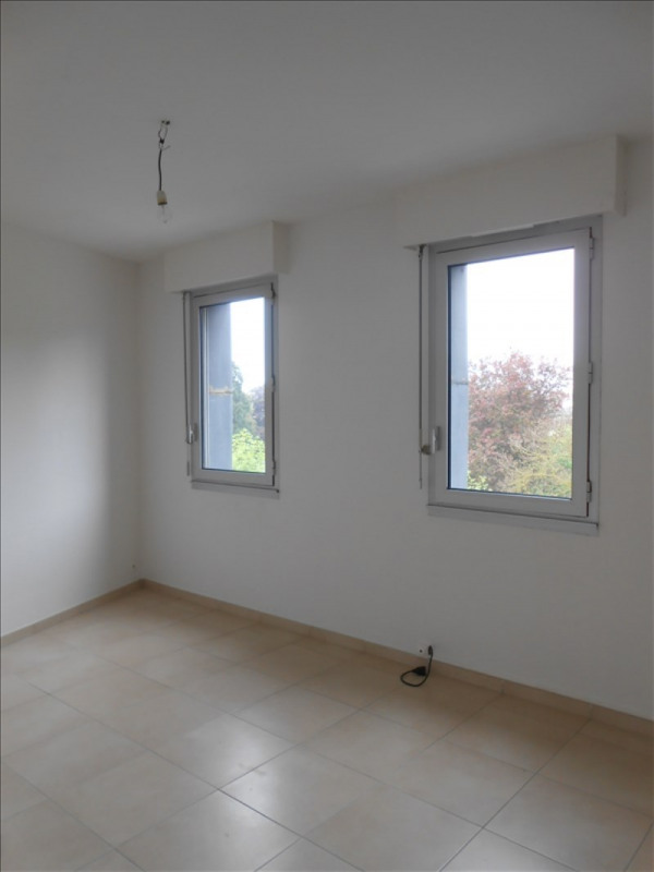 Rental apartment St quentin 565€ CC - Picture 3