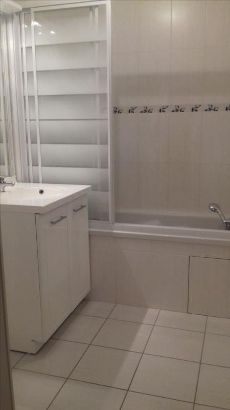 Location appartement Meyzieu 818€ CC - Photo 7