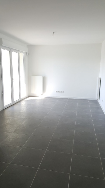 Location appartement Fréjus 915€ CC - Photo 2