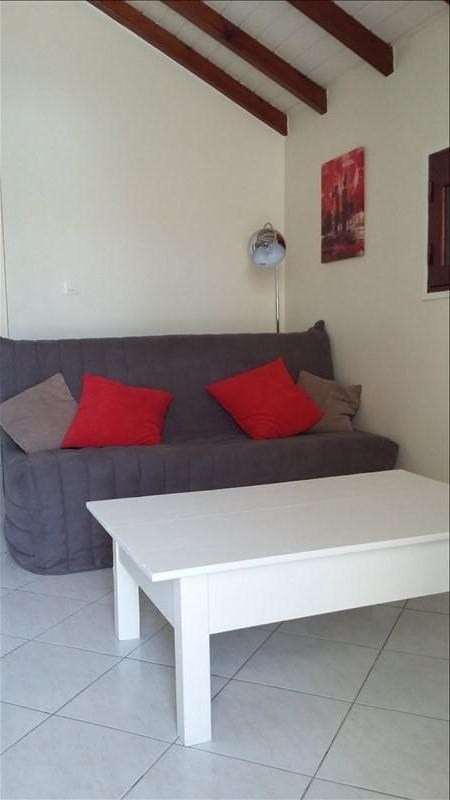 Rental apartment Ste anne 850€ CC - Picture 4