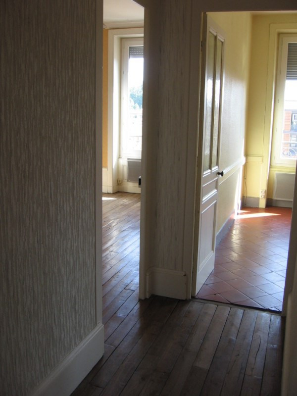 Location appartement Oullins 542€ CC - Photo 2
