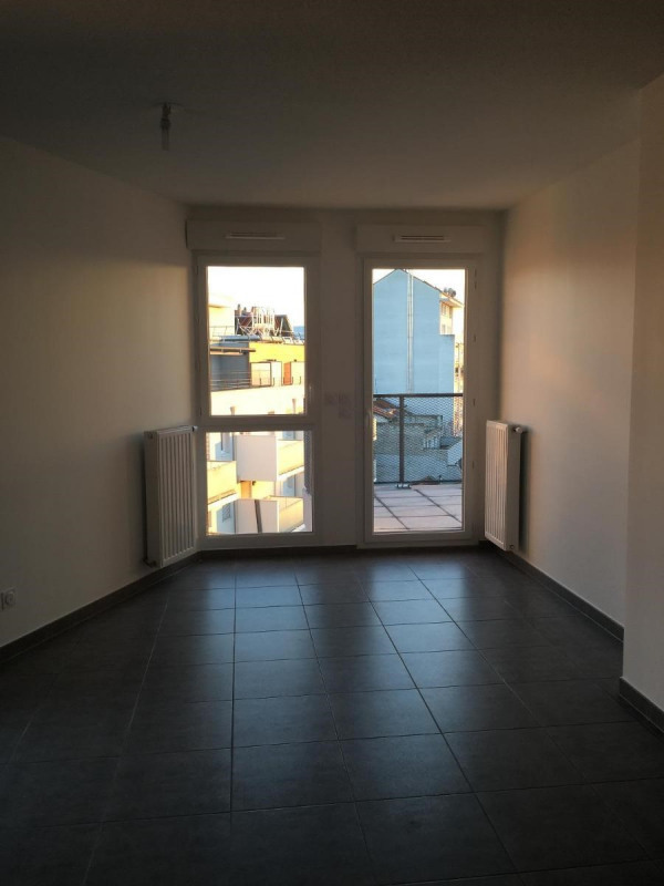 Location appartement Villeurbanne 840€ CC - Photo 2