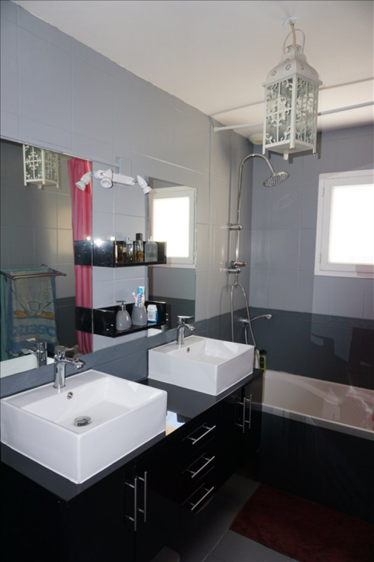 Sale house / villa St yzan de soudiac 184000€ - Picture 8