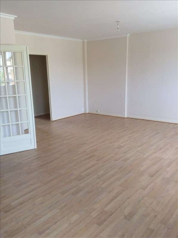 Rental apartment St quentin 850€ CC - Picture 1