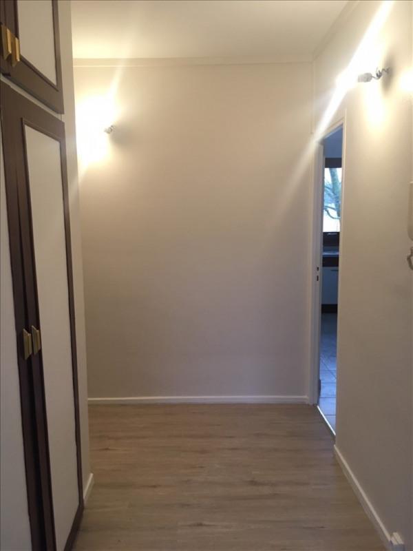 Location appartement La celle saint cloud 970€ CC - Photo 4