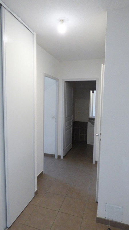 Rental apartment St genis pouilly 923€ CC - Picture 8