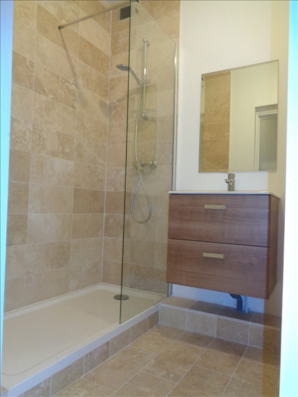 Rental apartment Courbevoie 1152€ CC - Picture 1