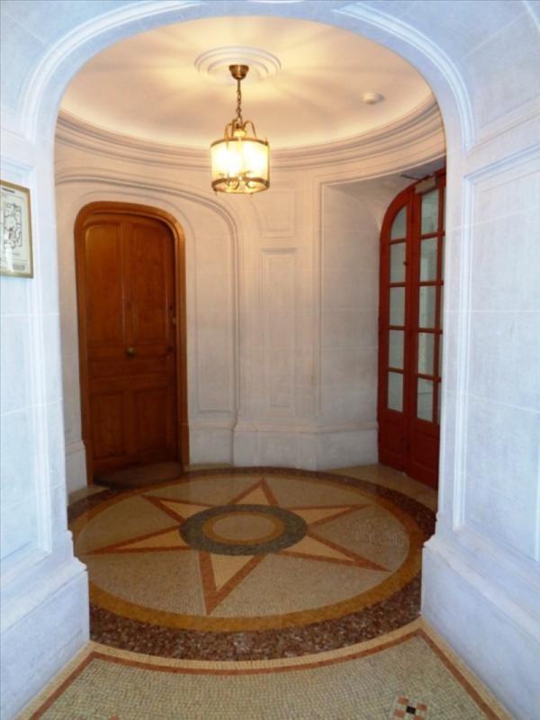 Location appartement Paris 5ème 2640€ CC - Photo 3