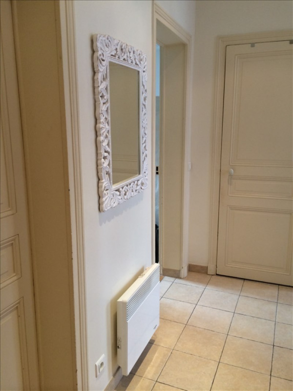 Rental apartment Courbevoie 1250€ CC - Picture 1