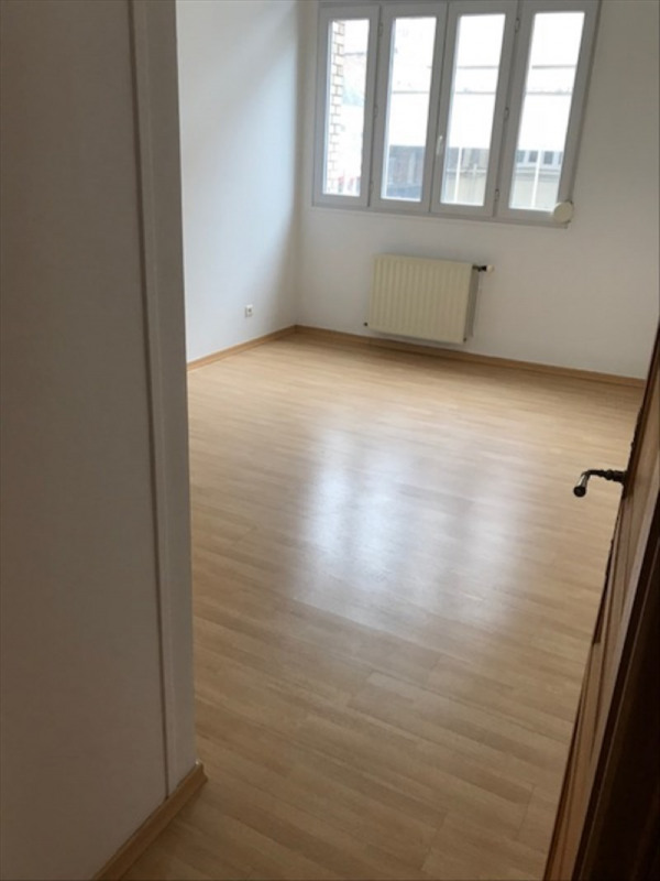 Rental apartment St quentin 650€ CC - Picture 3