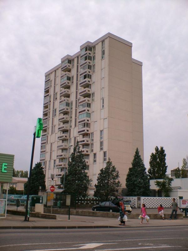 Location appartement Bron 664€ CC - Photo 1