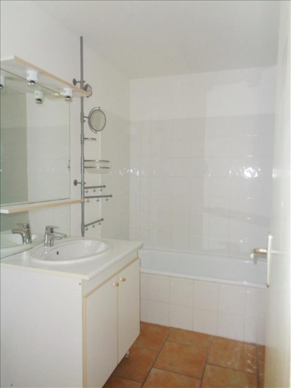 Rental apartment Crau 738€ CC - Picture 8