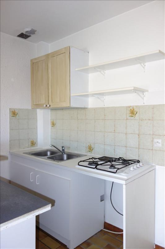 Rental apartment Carqueiranne 630€ CC - Picture 3