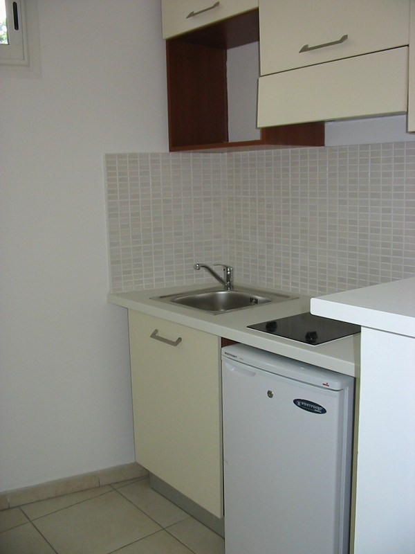 Location appartement Ste clotilde 635€ CC - Photo 3