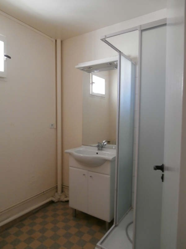 Rental apartment Salon de provence 730€ CC - Picture 6
