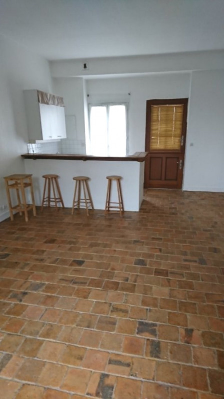 Location appartement Sonchamp 470€ CC - Photo 1