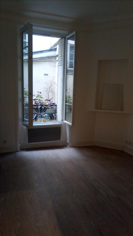 Locação apartamento Paris 18ème 850€ CC - Fotografia 2