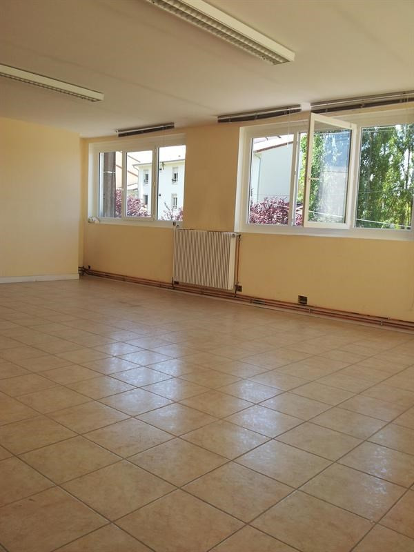 Location bâtiment Oyonnax 1 800€ HC - Photo 5