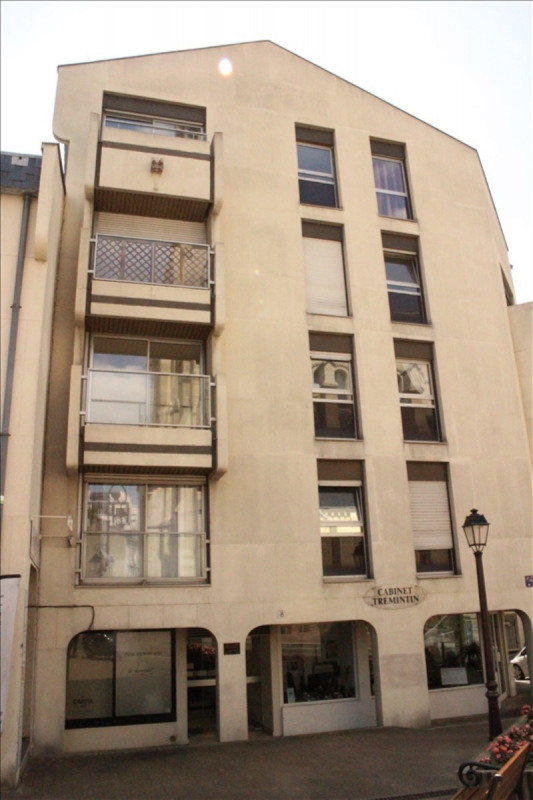 Rental apartment St cloud 821€ CC - Picture 1