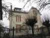 - 197 m² Maison divisée en 4 appartements 2 F1,2 F3, loyers de 1400 euros/mois. Double vitrage PVC, parquets, ...