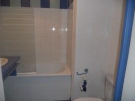 Locação apartamento Lyon 8ème 425€ CC - Fotografia 2