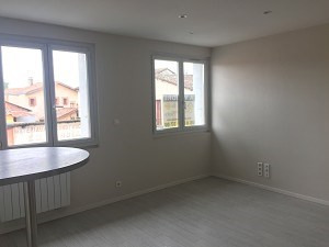 Sale apartment L'isle jourdain 73 000€ - Picture 3