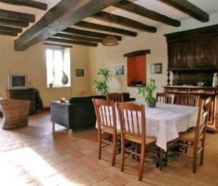 Sale house / villa St pierre montlimart 278900€ - Picture 4